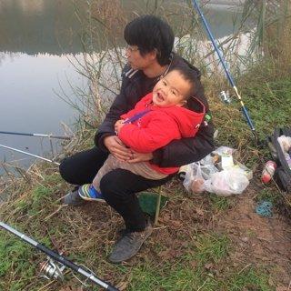 每次钓鱼都光头