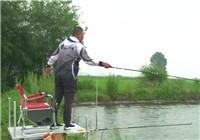 《钩尖江湖》钓鱼的故事07 看崔哥在这里讲解钓法