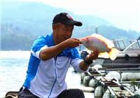 《游钓中国》第二季43集  棉花滩上险落水 大毛擒获彩虹鲷
