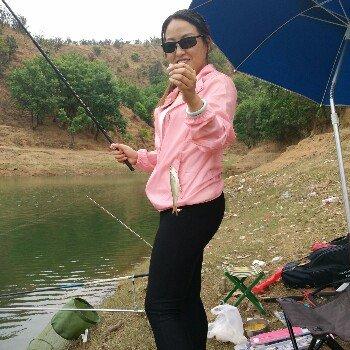 梅子爱钓鱼