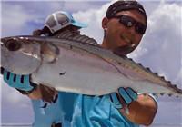 《钩行世界》马尔代夫海钓行 钓友连竿擒获海底巨物